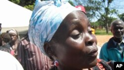 Desalojada falando com o correspondente da VOA em Malanje