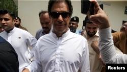 İmran Han Pakistan'da Zafer İlan Etti