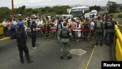 Poste-frontière du pont Simon Bolivar entre la Colombie et le Venezuela à San Antonio dans l'Etat vénézuélien de Tachira, 22 août 2015. (Photo: Reuters/Carlos Eduardo Ramirez)