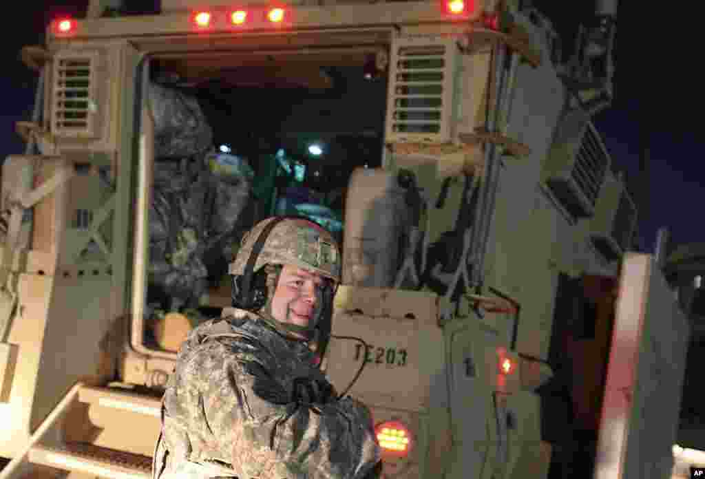 A US Army soldier smiles after crossing into Kuwait as the last convoy pulls out of Iraq December 18, 2011. (Reuters)