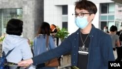 陳皓桓表示,就警方要求民陣提供6項資料, 將尋求法律意見,稍後召開記者會再作回應。(美國之音湯惠芸)