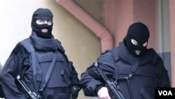 Polisi anti teror Turki melakukan operasi penggerebekan di beberapa kota pekan ini.