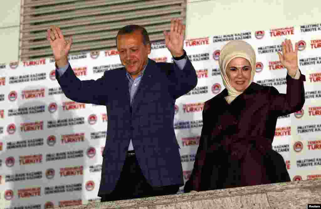 Turkey's Prime Minister Tayyip Erdogan and wife Ermine wave to supporters as they celebrate his presidential victory, in front of the party headquarters, in Ankara, Aug. 10, 2014.