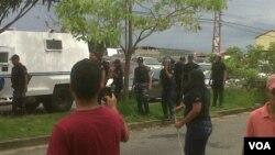 La policía regional fuertemente armada en el estado Barinas reprimió a los estudiantes que protestaban.