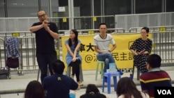 流動民主課室舉辦六四論壇探討六四與去年香港雨傘運動的關係。(美國之音湯惠芸)