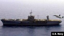2020年5月30日美国海军蓝岭号两栖作战指挥舰(USS Blue Ridge LCC-19)在菲律宾海训练(美国海军照片)