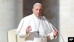 پاپ فرانسیس هم د ملګروملتونو د پریکړې پلوي وکړه.