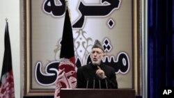 Rais wa Afghanistan Hamid Karzai akizungumza katika siku ya kwanza ya bunge huko Kabul, Nov. 21, 2013.