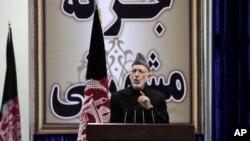 Tổng thống Afghanistan Hamid Karzai phát biểu trước Hội đồng bô lão Loya Jirga tại Kabul, ngày 21/11/2013.