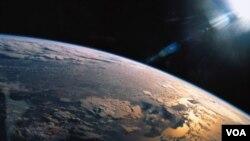 En 2010, China y Bolivia firmaron un acuerdo similar para un satélite de telecomunicaciones.