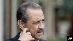Mantan Menteri Urusan Minyak Libya, Shukri Ghanem, berbicara kepada wartawan di Roma, Juni tahun silam.