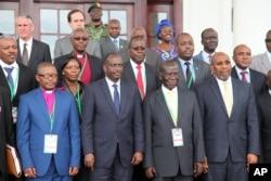 Uganda Vice President Edward Sekandi , second left, front row, Uganda Prime Minister Dr Ruhakana Rugunda, right, and East African Community, Secretary-General Dr. Sezibwera, second right, pose with others, during Burundi peace talks, at Entebbe State House, Dec. 28, 2015.