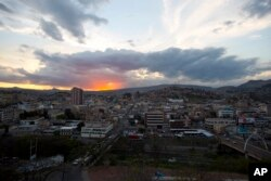 Puesta de sol en Tegucigalpa, honduras. La nación centroamericana tiene una población de más de 9 millones de personas y es una de las más pobres y más violentas de Latinoamérica. Marzo 4, 2014.