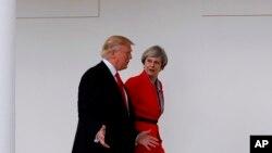 """Trump y May desearon """"profundos vínculos"""" y mantener la """"relación especial""""."""