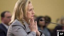 sakatariyar harkokin wajen Amurka Hillary Rodham Clinton a gaban kwamitin harkokin wajen a majalisar dattijai.