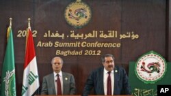 Iraq's Foreign Minister Hoshiyar Zebari (R) speaks during a joint Arab Summit conference with the Arab League's Deputy Secretary General for Political Affairs, Ahmad bin Hilly, in Baghdad, Iraq, March 28, 2012.