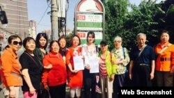 709律師王全璋的妻子李文足(中間白衣)前往最高法院遞狀