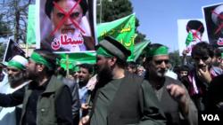 در این تظاهرات، معترضان برضد ایران و رئیس جمهور آن کشور شعار میدادند