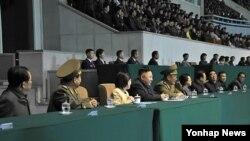 지난달 김일성경기장에서 열린 제12차 인민체육대회에 참석해 남자축구 결승전을 관람한 북한 김정은 국방위원회 제1위원장.