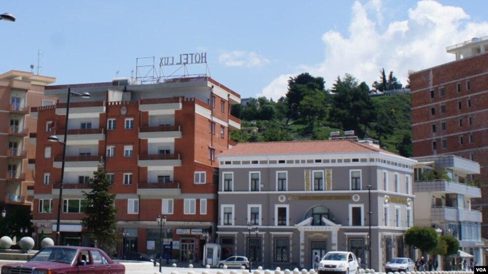 Grabitet një bankë në qendër të Vlorës