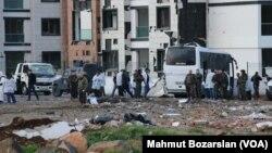 Hiện trường vụ đánh bom xe ở thành phố Diyarbakir, Thổ Nhĩ Kỳ.