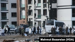 A car bomb exploded in Diyarbakir, Turkey, as a shuttle bus carrying policemen was passing by, killing 7 policemen, March 31, 2016.