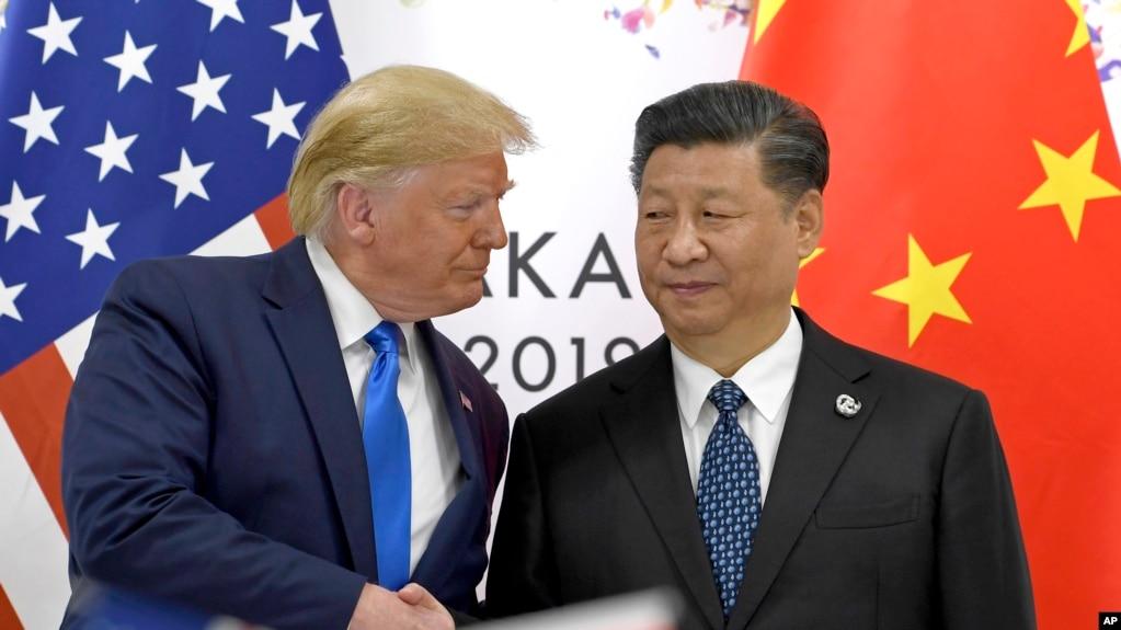 Tư liệu: Trong bức ảnh ngày 29/6/2019, TT Trump bắt tay Chủ tịch TQ Tập Cận Bình bên lề Hội nghị Thượng đỉnh G-20 ở Osaka, Nhật Bản. (AP Photo/Susan Walsh, File)