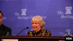 前美國在台協會執行理事施藍旗2015年3月20日在傳統基金會發表評論。(美國之音鍾辰芳拍攝)