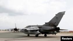 ເຮືອບິນລົບ ພາຍຸຫົວກຸດ (tornado) ຕຽມທີ່ຈະບິນຂື້ນຈາກຖານ ທັບ RAF Akrotiri ທີ Cyprus.