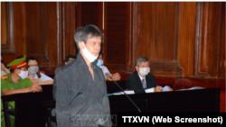 Chủ tịch Hội Nhà báo Độc lập Phạm Chí Dũng tại phiên toà xét xử hôm 5/1 ở TPHCM. LHQ lên án Việt Nam quyền tự do ngôn luận sau khi ông Dũng và các thành viên của hội bị kết án hàng chục năm tù.