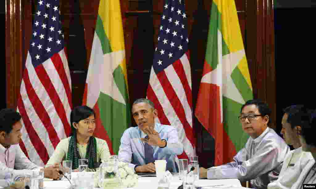 U.S. President Barack Obama holds a civil society roundtable in Yangon, Nov. 14, 2014.