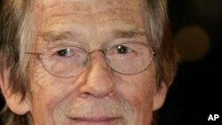 John Hurt falleció tras haber superado supuestamente un cáncer de páncreas; su carrera incluye la participación en más de 100 películas.