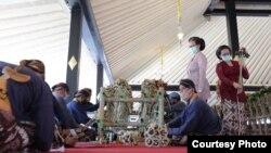 Garebeg tahun ini Kraton Yogyakarta membagikan 2.700 rengginan dengan penerapan protokol pandemi virus corona selama pelaksanaannya. (Foto: Tepas Tanda Yekti)