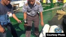 Cán bộ Cục Kiểm Ngư Việt Nam nói về tại nạn bị tàu hải giám Trung Quốc đâm. Cán bộ này cho biết những tấm đệm quanh mạn tàu Trung Quốc bị rớt lại trên tàu Việt Nam.