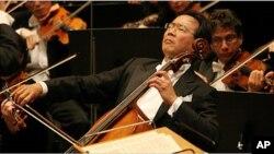 Nhạc sĩ đại hồ cầm và Đại sứ Hòa bình LHQ Yo-Yo Ma.