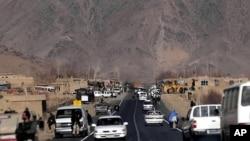 د کندهار – کابل د لارېتر ۱۷۰ کیلو میترو څخه زیاته برخه له زابل ولایت څخه تیریږي.