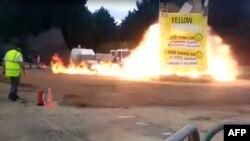 视频截图显示,法国首都郊外的市镇维勒班特(Villepinte)的狂欢节上,一座篝火人像爆炸(2017年4月1日)