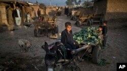 Pokiston poytaxti Islomobodda afg'on qochqinlari. 10-fevral 2015-yil
