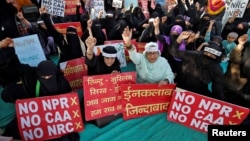 بھارت میں سی اے اے سمیت دیگر قوانین کے خلاف اقلیتیں طویل عرصے تک احتجاج کرتی رہی ہیں- (فائل فوٹو)