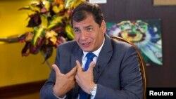 El presidente Rafael Correa defiende la idea de castigar a los que injurien a través de las redes sociales.