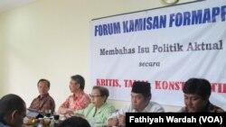 Penyelenggaran Diskusi Save DPD, Save Demokrasi di Kantor FORMAPPI. (Paling kiri) Peneliti Formappi I Made Leo Wiratma, Feirry Sumampow (Te-Pi Indonesia), Aktivis Yuda Irlang dan Ray Rangkuti ( LIMA Indonesia)