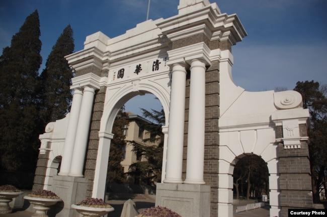 北京清华大学的清华园牌坊,曾经是清华大学校门,现在是二校门,被看作清华大学的象征(资料照)。