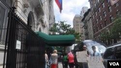 Пикет у российского консульства в Нью-Йорке