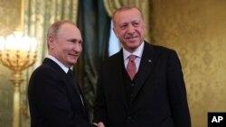 Turkiyə prezident Rəcəb Tayyib Ərdogan və Rusiya prezident Vladimir Putin Moskvada Kremldə görüş zamanı, 8 aprel, 2019.