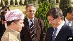 کرد علاقے کے صدر مسعود بارزانی ترک وزیر خارجہ کے ساتھ اربیل میں