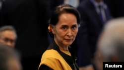 Ан Сан Су Чжі та інші лідери партії Національна ліга за демократію були затримані військовими під час ранкових арештів за кілька годин до засідання новообраного парламенту М'янми