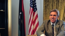 Christopher Stevens, embajador estadounidense en Libia, habría muerto de asfixia en un hospital, tras el ataque al consulado.