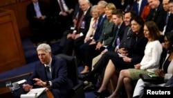 被川普总统提名为最高法院大法官的戈萨奇法官在参议院司法委员会的听证会上接受质询。(2017年3月22日)