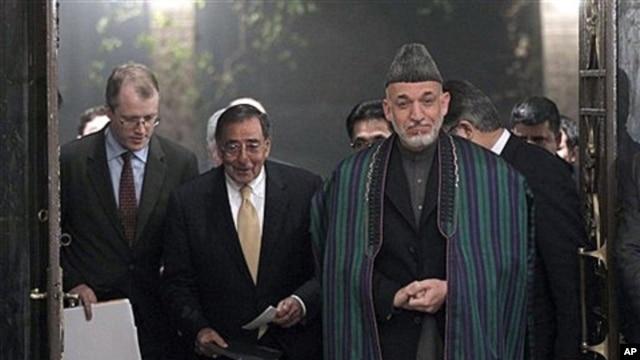 U.S. Defense Secretary Leon Panetta and Afghanistan President Hamid Karzai, Kabul, Dec. 14, 2011.