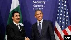 Слева направо: Юсуф Гилани, Барак Обама.